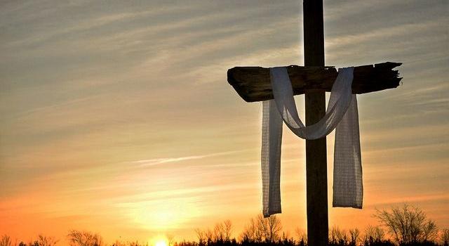 5 maneras de contemplar y honrar la cruz de Cristo